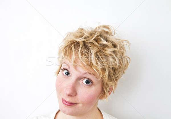 Sarışın kız bakıyor kamera dağınık gibi Stok fotoğraf © aetb