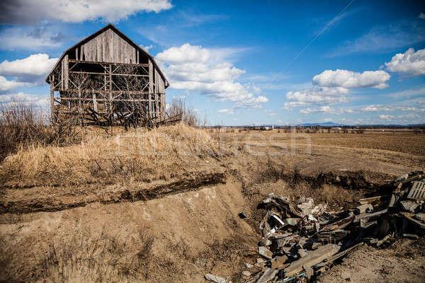 öreg elhagyatott csőr rozsdás sehol égbolt Stock fotó © aetb