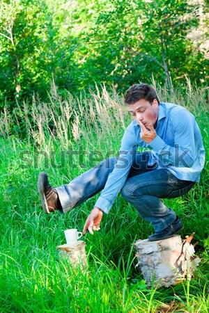 Genç açık havada fincan dizüstü bilgisayar bilgisayar adam Stok fotoğraf © aetb