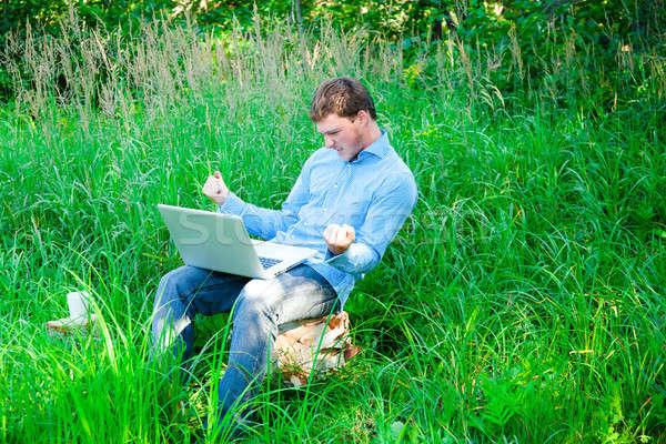 Genç açık havada fincan dizüstü bilgisayar şaşırmış adam Stok fotoğraf © aetb