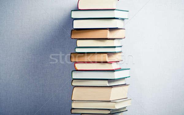 Yüksek kitaplar orta kitap yeşil Stok fotoğraf © aetb