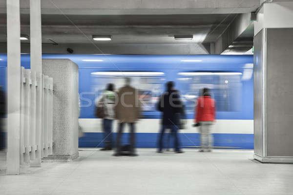Emberek vár metró stop gyors mozgás Stock fotó © aetb