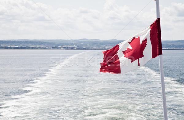 łodzi wybrzeża widoku morza banderą Kanada Zdjęcia stock © aetb