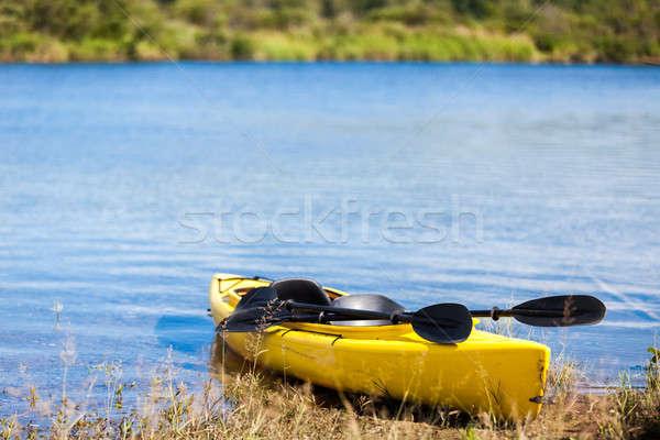 Geel kajak klaar gebruikt kosten rivier Stockfoto © aetb
