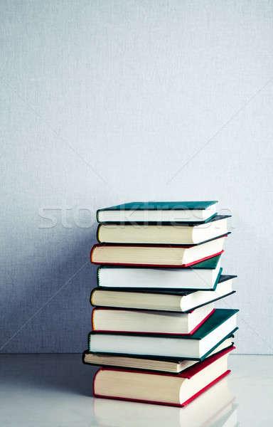 Livres blanche réfléchissant surface rouge Photo stock © aetb