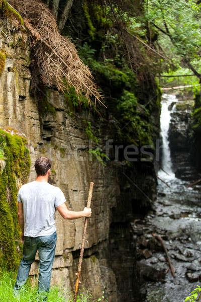 Wandelaar naar waterval wild natuur regenachtig Stockfoto © aetb