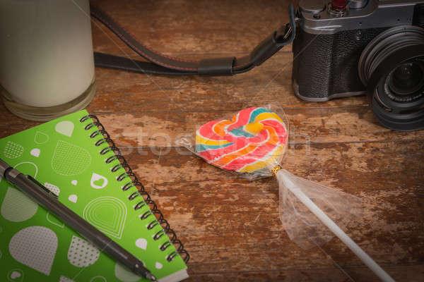 Lollipop candy cuore tavolo in legno sfondo Foto d'archivio © AEyZRiO