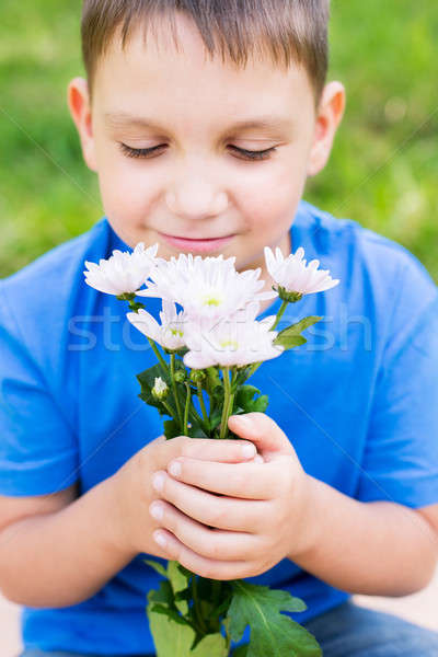 Chłopca kwiaty selektywne focus dziecko niebieski Zdjęcia stock © Agatalina