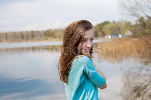 Pecoso niña feliz lago agua Foto stock © Agatalina