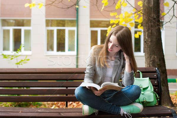 студент чтение книга скамейке сидят солнце Сток-фото © Agatalina