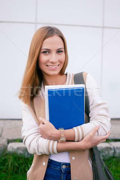 Student stałego książek uśmiechnięty kamery ręce Zdjęcia stock © Agatalina