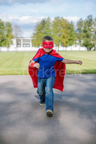 Courir vers l'avant garçon masque sautant Photo stock © Agatalina