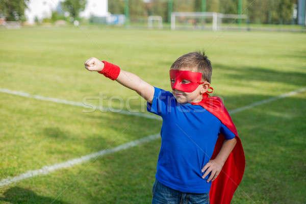 Superhero stałego ramię wzywając chłopca Zdjęcia stock © Agatalina