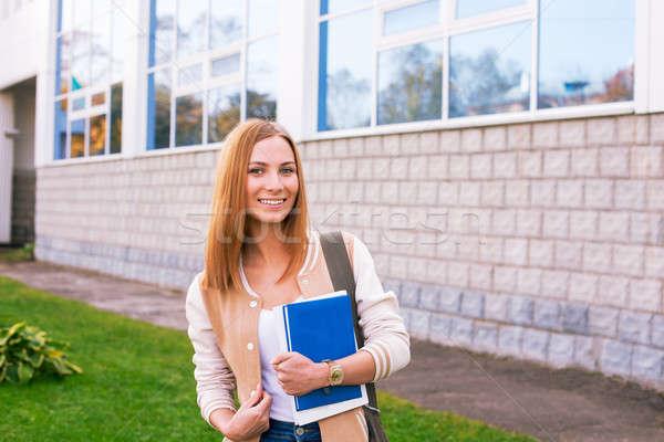 Estudiante pie edificio sonriendo grande Windows Foto stock © Agatalina