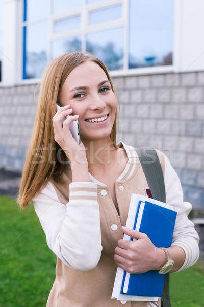 студент говорить телефон глядя камеры мобильных Сток-фото © Agatalina
