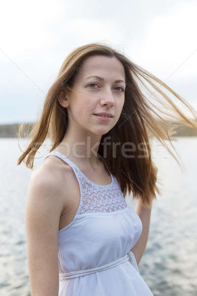 Pecoso niña feliz mirando cámara ventoso tiempo Foto stock © Agatalina