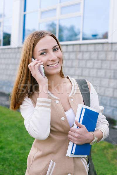 Estudiante hablar teléfono mirando cámara móviles Foto stock © Agatalina