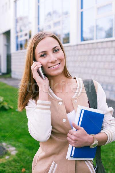 Estudiante hablar teléfono sonriendo belleza móviles Foto stock © Agatalina