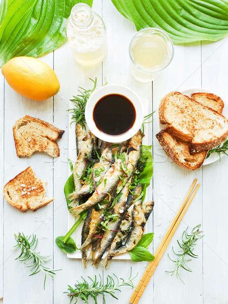Frito crujiente peces sal marina salsa de soja superficial Foto stock © AGfoto