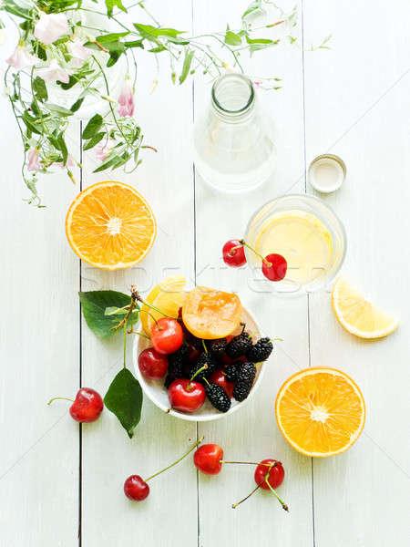 Woda mineralna cytryny szkła płytki żywności Zdjęcia stock © AGfoto