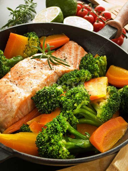 Akşam yemeği tava somon biftek otlar sığ Stok fotoğraf © AGfoto