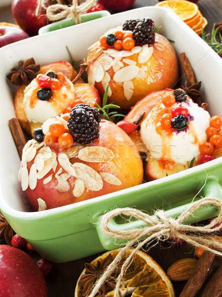 Pommes Noël dessert baies cannelle Photo stock © AGfoto