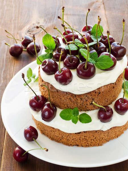 Ciasto słodkie wiśni śmietana płytki Zdjęcia stock © AGfoto