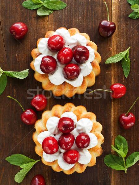 Bolos coco chantilly doce cereja bolo Foto stock © AGfoto