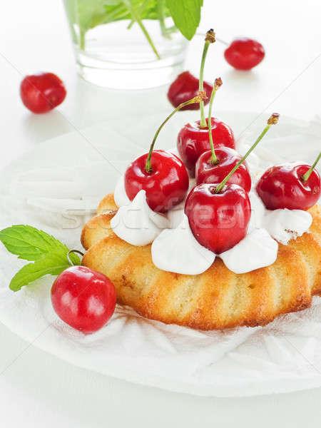 Bolos coco chantilly doce cereja raso Foto stock © AGfoto