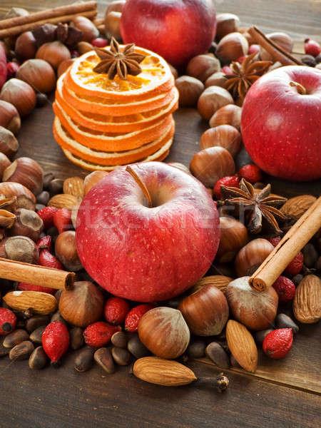 Foto stock: Natal · temperos · nozes · frutas · raso