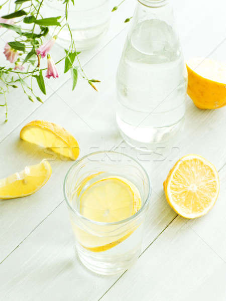 água mineral limão vidro raso comida Foto stock © AGfoto