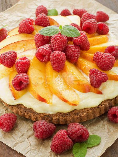Tarte maison nectarine framboises crème peu profond Photo stock © AGfoto