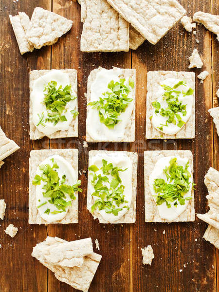 Gezonde brood snacks klein volkorenbrood houten Stockfoto © AGfoto