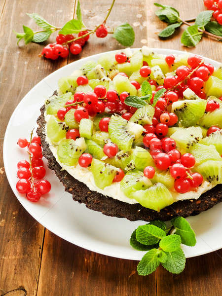 Crostata cioccolato kiwi rosso ribes panna montata Foto d'archivio © AGfoto