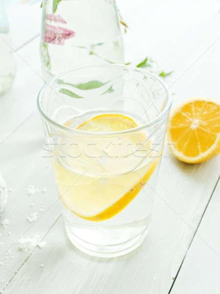 Mineralwasser Zitrone Glas seicht Essen Stock foto © AGfoto