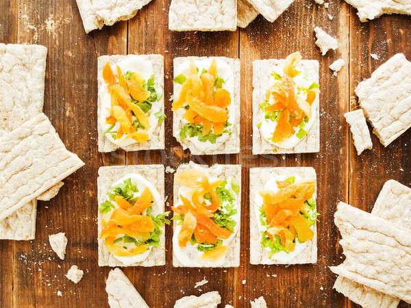 Egészséges kenyér harapnivalók kicsi teljes kiőrlésű kenyér fából készült Stock fotó © AGfoto