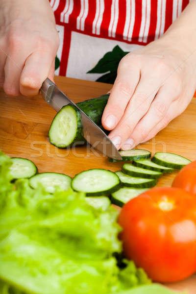 Sebze kadın domates salatalık salata Stok fotoğraf © AGorohov