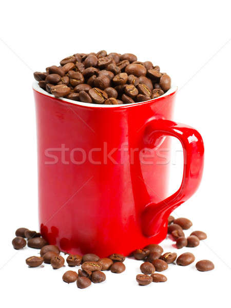 Grains de café rouge tasse isolé blanche alimentaire Photo stock © AGorohov