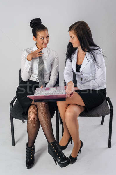 Foto stock: Dos · bastante · negocios · damas · trabajo · sonrisa