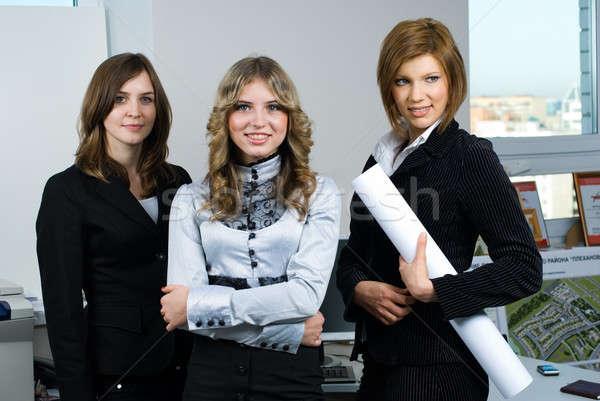 Zakenvrouw team jonge kantoor gelukkig Stockfoto © Aikon