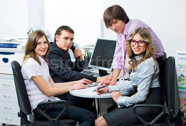 Team jonge zakenlieden teamwerk mooie zakenlieden Stockfoto © Aikon