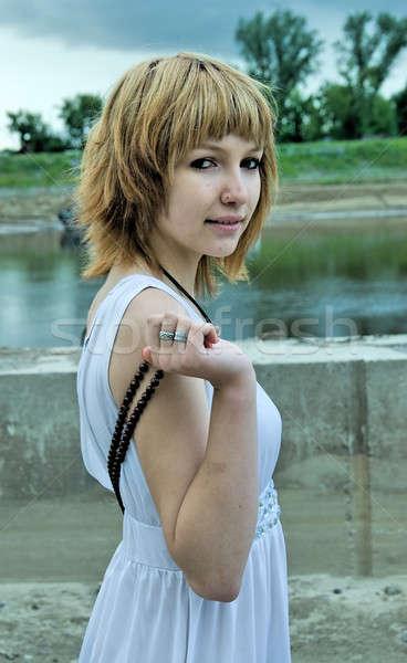 Stockfoto: Mooie · meisje · rivier · bank · jonge · mooie · vrouw