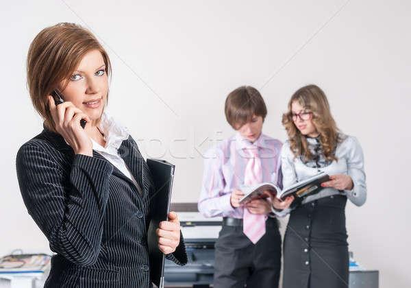 Aantrekkelijk zakenvrouw kantoor portret glimlachend jonge Stockfoto © Aikon