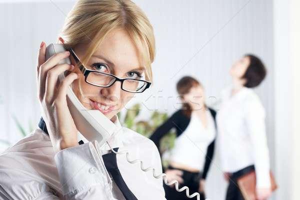 Stockfoto: Jonge · mooie · zakenvrouw · roepen · telefoon · zakenvrouw