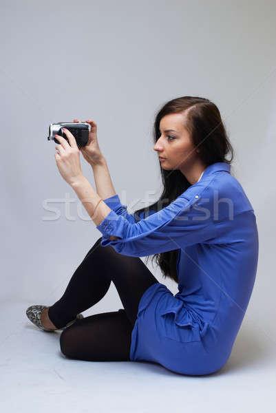Jonge vrouw camera jonge gelukkig vrouw Stockfoto © Aikon
