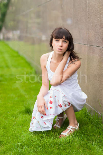 Jonge mooie vrouw portret aantrekkelijke vrouw stedelijke meisje Stockfoto © Aikon