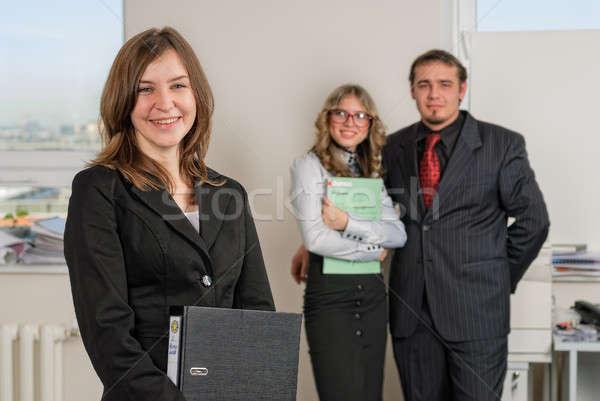 Sorridente jovem empresária escritório feliz mulher de negócios Foto stock © Aikon