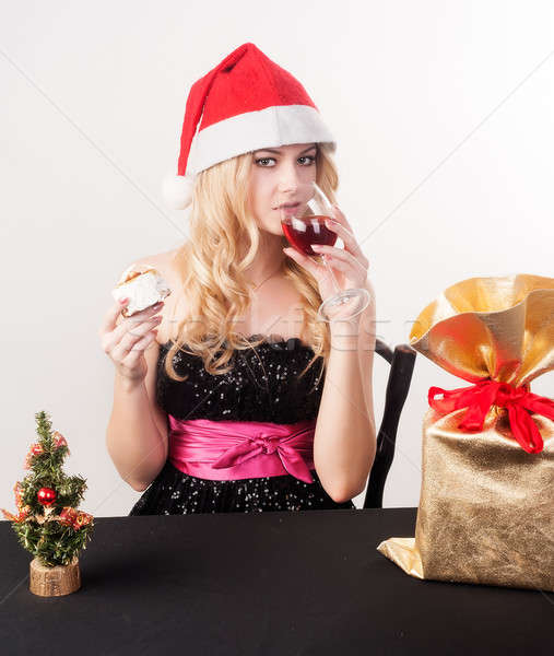 Blond vrouw geschenk zak jonge aantrekkelijk Stockfoto © Aikon
