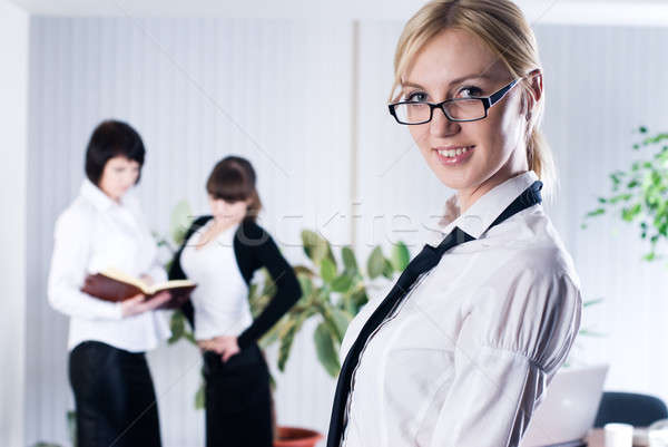Jonge business dames mooie vrouwen werken Stockfoto © Aikon
