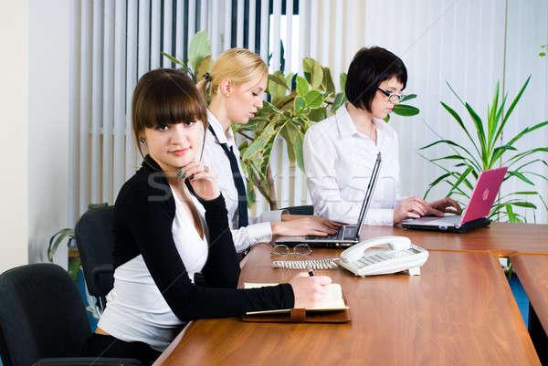 会議 小さな ビジネス 女性 3  実業 ストックフォト © Aikon